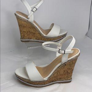 Bella Vita Sz 9 White & Cork High Wedge Sandals